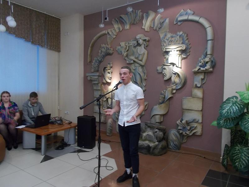 Стихотворение читает Геннадий Адушкин