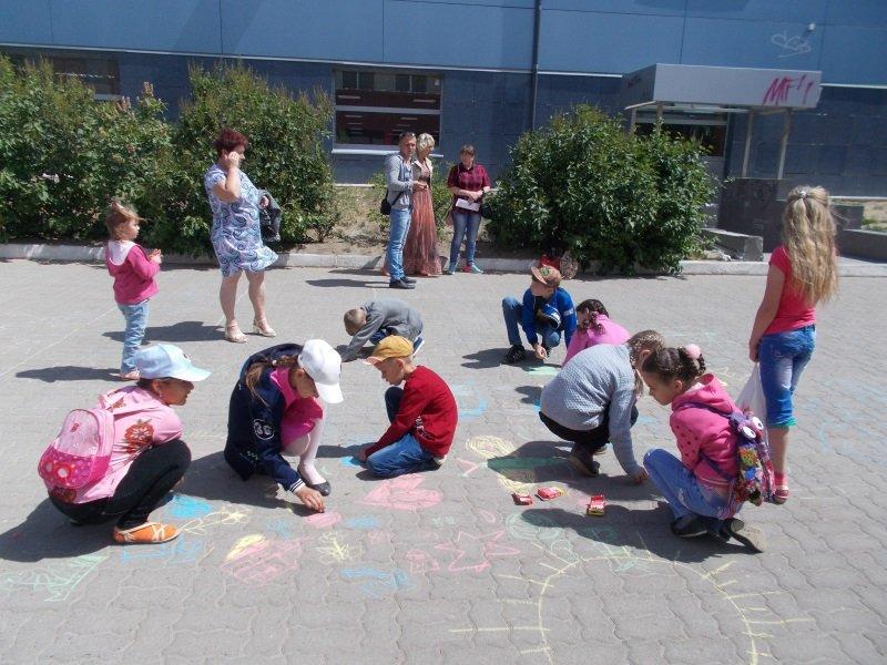День защиты детей. Конкурс рисунков на асфальте