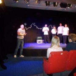 Режиссер и артисты после спектакля беседуют со зрителями