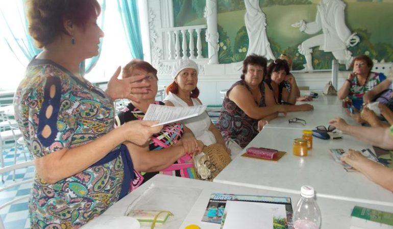 """Свой пятый юбилейный сезон открыл женский клуб интересных встреч """"Современница»."""